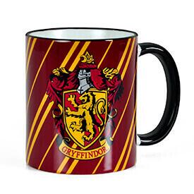 La magia no tiene límites. Quien te dice a ti que tomando café en esta taza de Harry Potter no vas a conseguir super poderes.